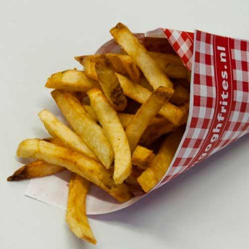 Verse frites in een puntzak